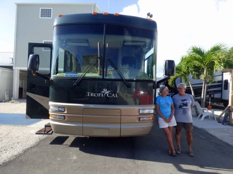 b Sue and Mac w Motorhome
