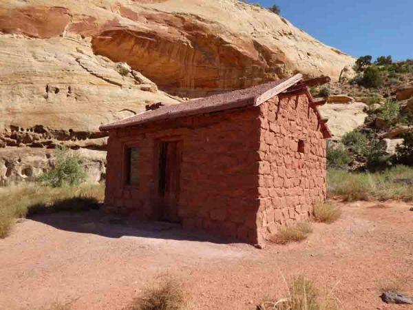 b Behunin Cabin