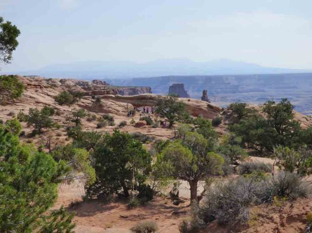 b02 Mesa Arch from Trail