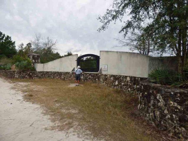 b14 Courtyard on Land Bridge
