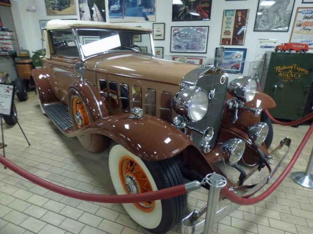 b 1932 Cadillac Convertible Coup