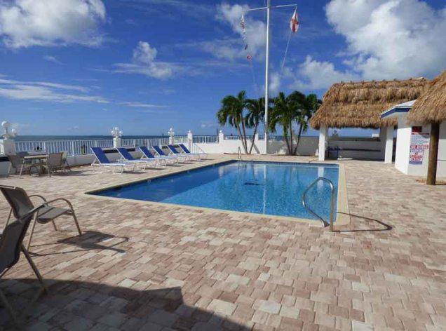 b Yacht Club Pool