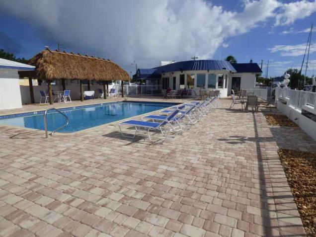 b Yacht Club w Pool