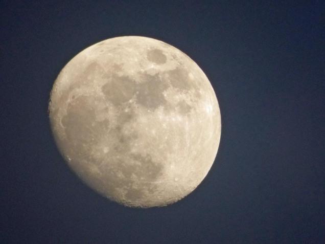 b04 Moon