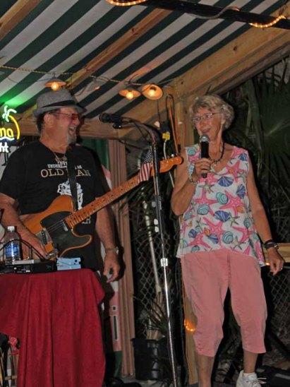 b Dinata and Dave Scott Singing at Lulu's