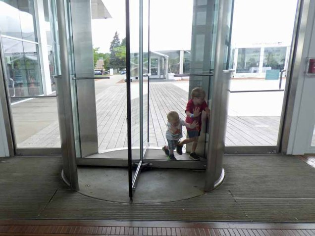 b10 Revolving Door at Discovery Center