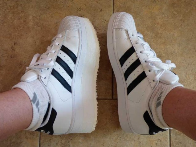 b Addidas Stripes