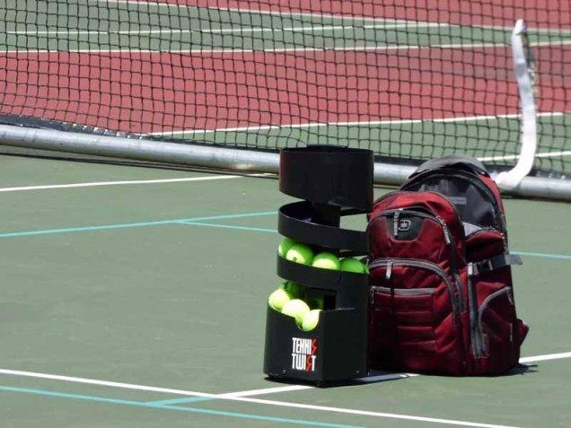 b Tennis Ball Tosser