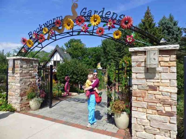 B01 Bookworm Gardens Gate