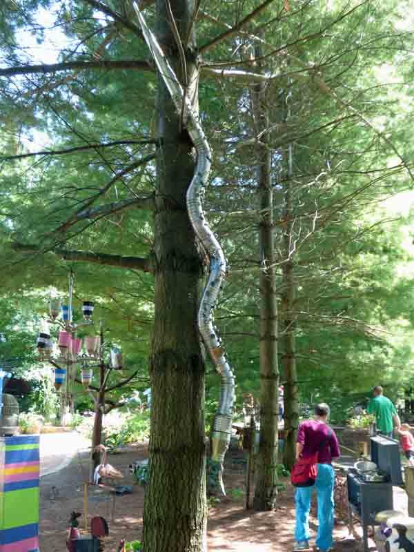 b22 Snake on Tree