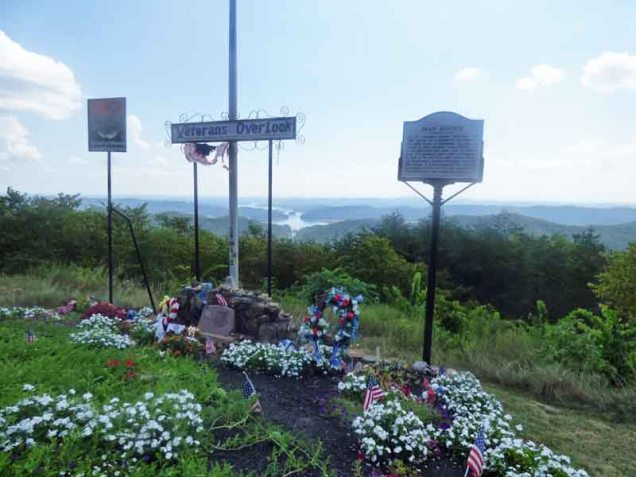 b01-veterans-overlook-on-clinch-mountain