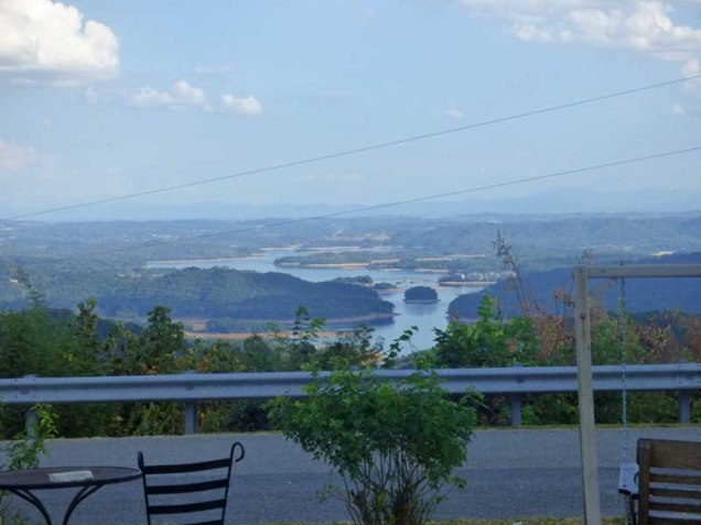 b08-view-from-clinch-mountain-lookout-restaurant