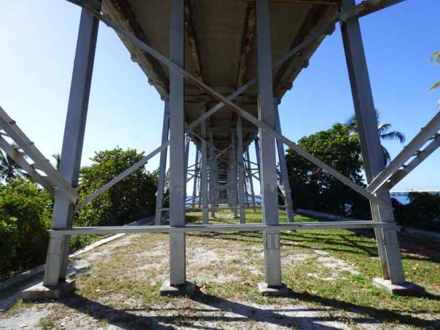 b04-walk-under-bahia-honda-bridge