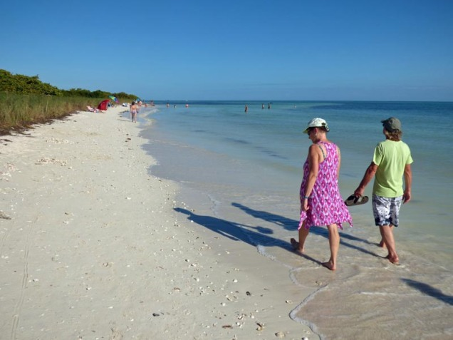 b07-mary-and-bill-walking-up-beach
