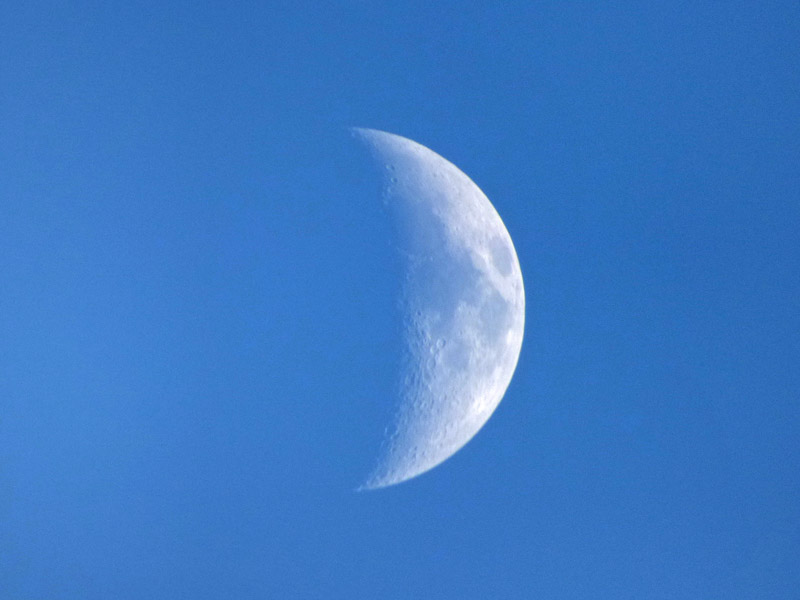 b02-moon-in-the-early-evening