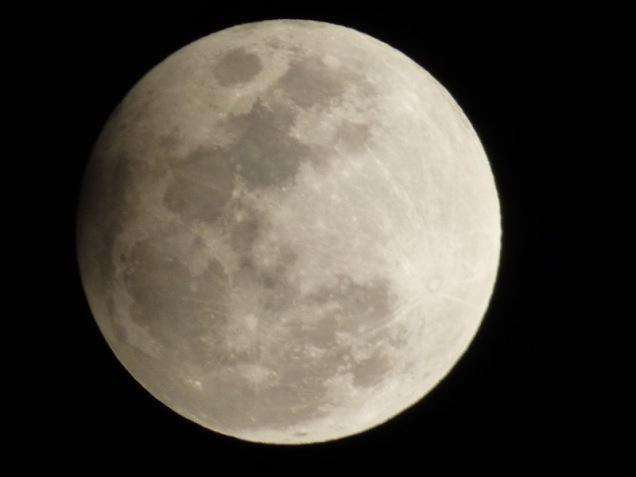 b-lunar-eclipse-moon